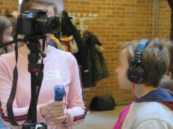 Die jungen Videoreporter sammelten Erfahrung mit moderner Aufnahmetechnik